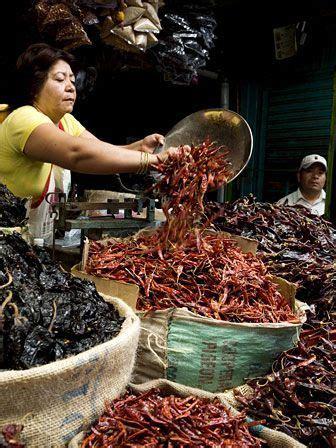 Chiles en Mercado de Oaxaca. | Mexican culture, Mexican ...
