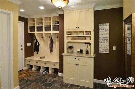 entryway organizer coat rack mail storage coat hooks and key rack wall mounted floating shelf 客厅入户门怎么装修 现代简约家庭进户门鞋柜挂衣架装修效果图 秀居网