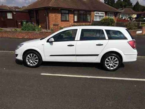 vauxhall white vauxhall 2008 astra cdti 100 white car for sale