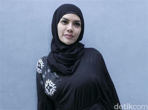 Cerita Hijrah Nikita Mirzani Pernah Masuk Pesantren