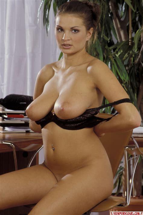 Natural Big Tits Pictures