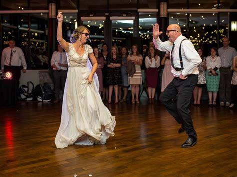 dad  daughter perform epic wedding dance mashup abc news