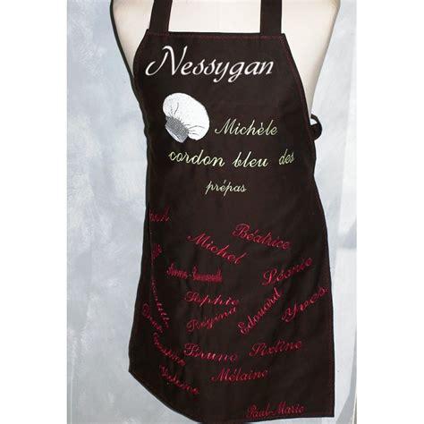 tablier de cuisine à personnaliser tablier de cuisine personnalisé brodé par des prénoms et motif