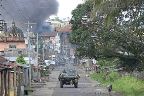 city siege 4 lawyers to duterte stop martial abuses in marawi