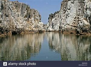 Beautiful Marble Rocks reflection in the Narmada River ...