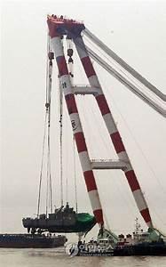 Large Crane Is Large, Lifts Korean Warship - Geekologie