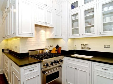 cabinets for small kitchen spaces 20 kitchen cabinets designed for small spaces 8037