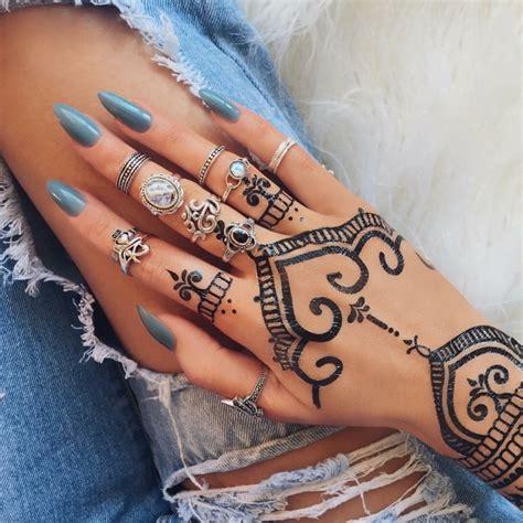 tatouage diamant simple