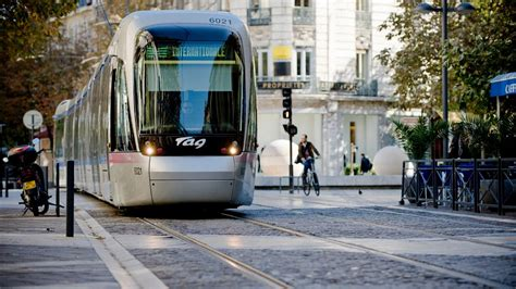 Transports collectifs et optimisation des trafics routiers ...