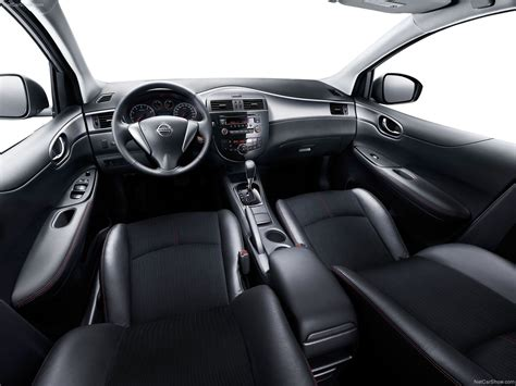Nissan Tiida (2012) picture #10, 1600x1200