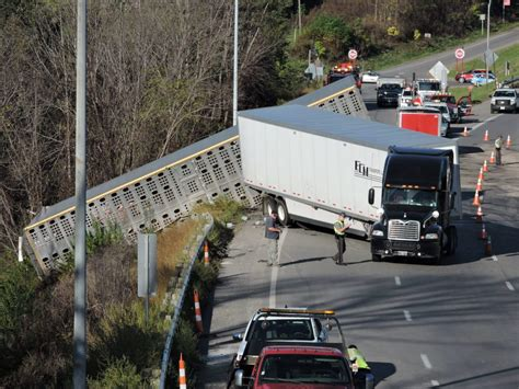 Pigs Involved In I-70 Truck Accident In Belmont County