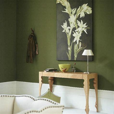Flur Gestalten Grün flur in gr 252 n gestalten mit einem bild an der wand