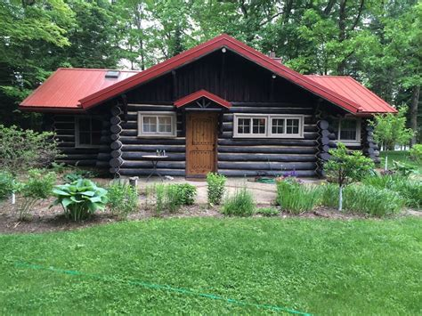 cabins for rent in 15 airbnb cabins to rent this winter the everygirl