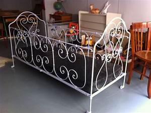 Lit Enfant Fer Forgé : lit en fer forg week end galerie de mobilier vintage pour enfants ~ Teatrodelosmanantiales.com Idées de Décoration