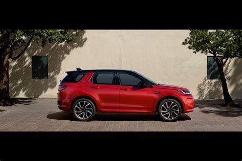 land rover shows   discovery sport car