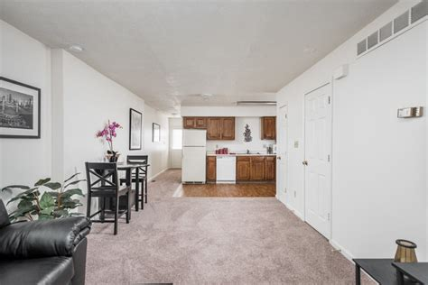 hoosier court bloomington  apartment finder