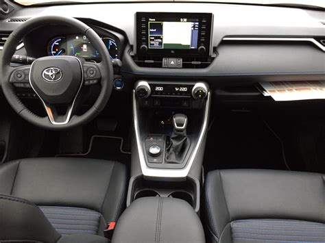 Interni Rav4 Nuovo Toyota Rav4 2019 Primo Contatto Su Strada Fleet