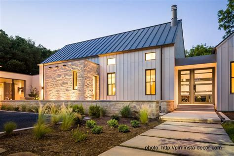 Craftsman-board-and-batten-exterior-farmhouse-with-modern