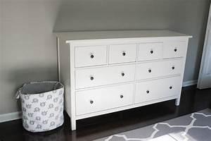 Ikea Kleiderschrank Hemnes : nursery progress ikea hemnes dresser erin spain ~ Markanthonyermac.com Haus und Dekorationen