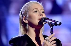 Christina Aguilera's Whitney Houston Tribute Has the ...