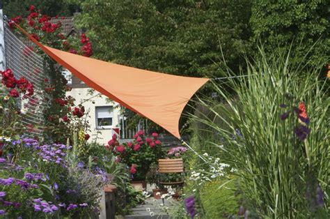 toile deco cuisine voile ombrage triangulaire leroy merlin photo 4 10 un voile d 39 ombrage orange en forme de