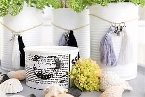 Kleine Weiße Vasen : diy vasen mit miniquasten von depot verzieren sch n ~ Michelbontemps.com Haus und Dekorationen