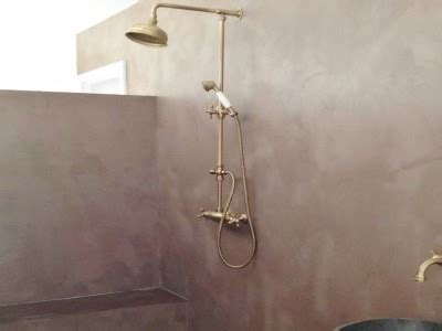 How to build an Italian shower with waxed concrete