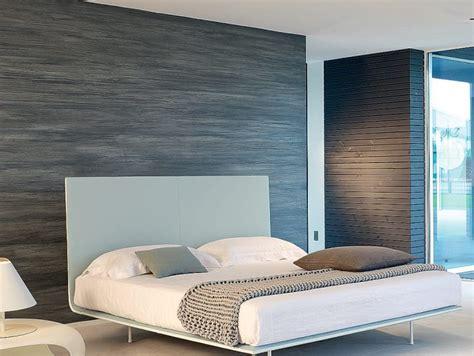 Il consiglio, quindi, è di posizionare proprio in camera da letto le piante decorative preferite, purificanti e rilassanti come, appunto, potos o aloe vera. L'essenzialità in camera da letto | Donna Moderna