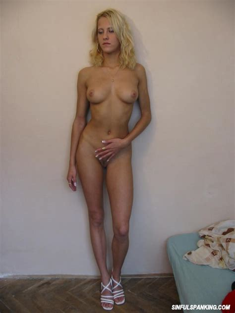 Cute Amateur Blonde Flashes Her Sexy Naked Body