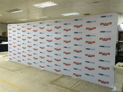 You need to acknowledge the height and not try to pretend it isn't there. Step and Repeat Backdrop | Logo Walls for Red Carpet Events