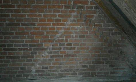 Schimmel Im Treppenhaus by Wand Ist Nass Wand Ist Nass Schimmel Habe Im Treppenhaus