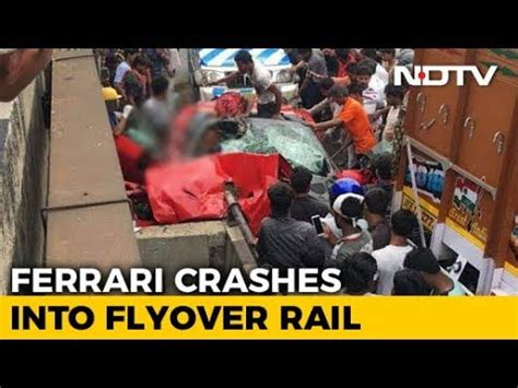 (foto) accident scump în china. 1 Dead As Ferrari Convertible Crashes Into Flyover Wall In Kolkata - YouTube