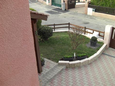 bureau petit devant de la maison photo 15 15 cour en pavés