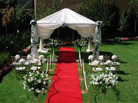 Garden Decoration Wedding by How To Decorate Your Outdoor Wedding Pouted