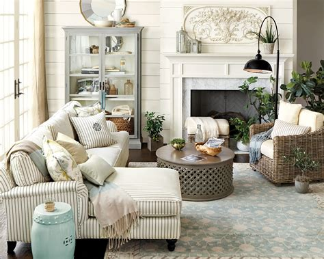 This guide tells you how to choose the best measurements for a coffee table. How to Match a Coffee Table to Your Sectional - How To Decorate