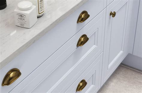 choose  kitchen door handles wren kitchens