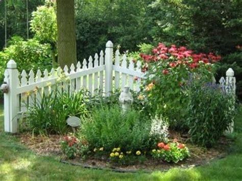 corner fence landscaping 17 best images about corner fence ideas on pinterest garden fencing corner garden and