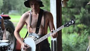 The Steve 'N' Seagulls Perform a Live Bluegrass Cover of ...