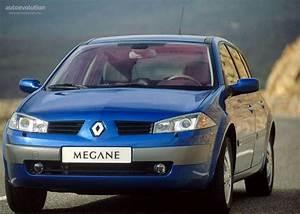 Megane 2 Dimensions : renault megane 5 doors specs photos 2002 2003 2004 2005 2006 autoevolution ~ Medecine-chirurgie-esthetiques.com Avis de Voitures