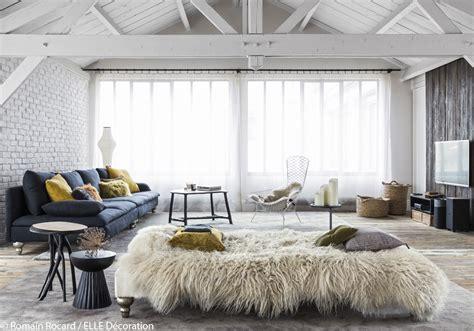 comment teindre un canapé un loft décoré dans un esprit chalet parfait pour l 39 hiver