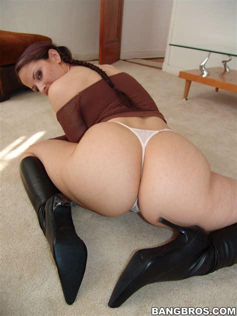 Big Ass Brunette Likes Teasing Photos Caroline Pierce