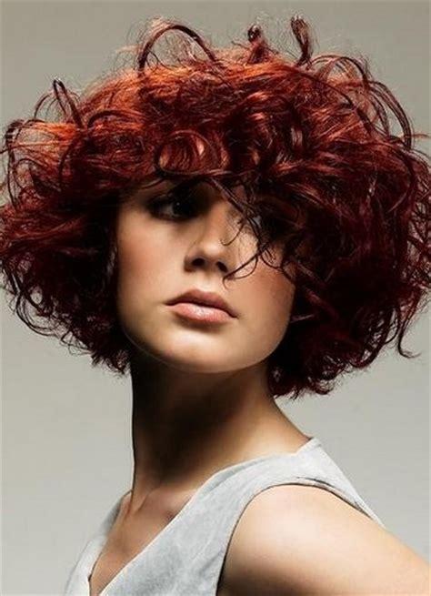 Как выбрать стрижку на волнистые волосы