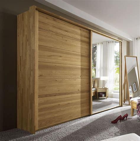 kleiderschrank schlafzimmer pin betten de auf massivholz welt in 2019