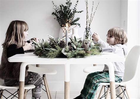 laying a christmas table how to lay a christmas table stylonylon