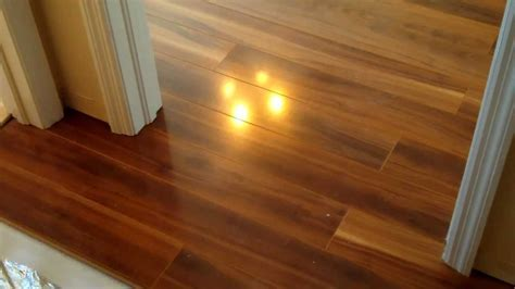No threshold: A Door Sill is not necessary for laminate