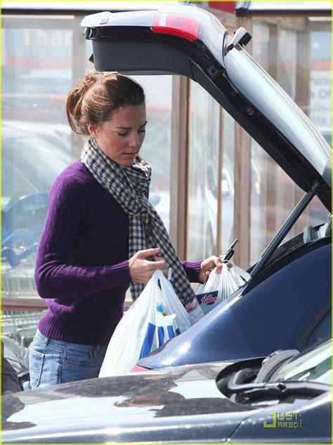 middleton kate tesco shopping supermarket william prince grocery catherine sans cambridge duchess flats fanpop groceries trolley zimbio ballet background wales