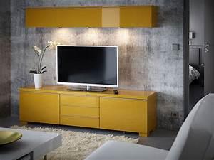 Wandregal Für Fernseher : ein wohnzimmer mit wandregal und tv bank mit schubladen ~ Michelbontemps.com Haus und Dekorationen