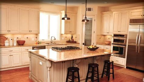 kitchen with sit down island with cook top   If you?d like