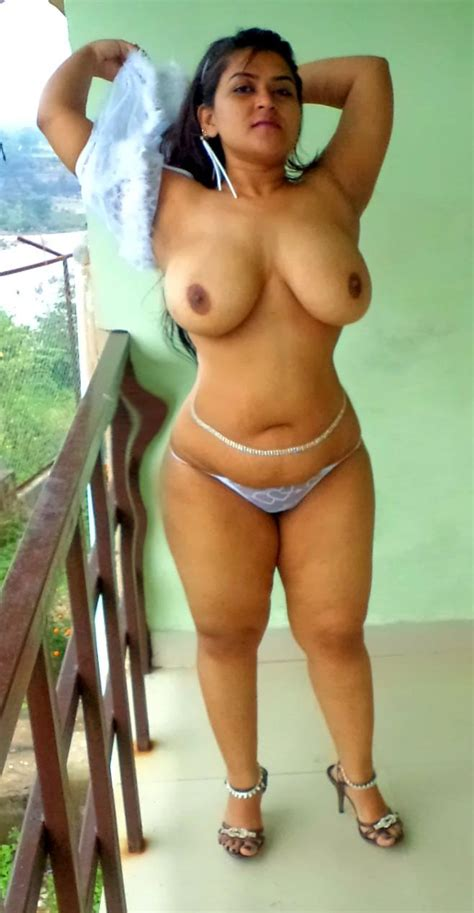 Big boobs Indian aunty reveal their massive natural tits ...
