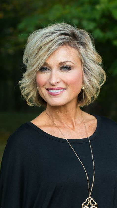 ClassicHairstyles for Women Over 50 with Fine Hair 4